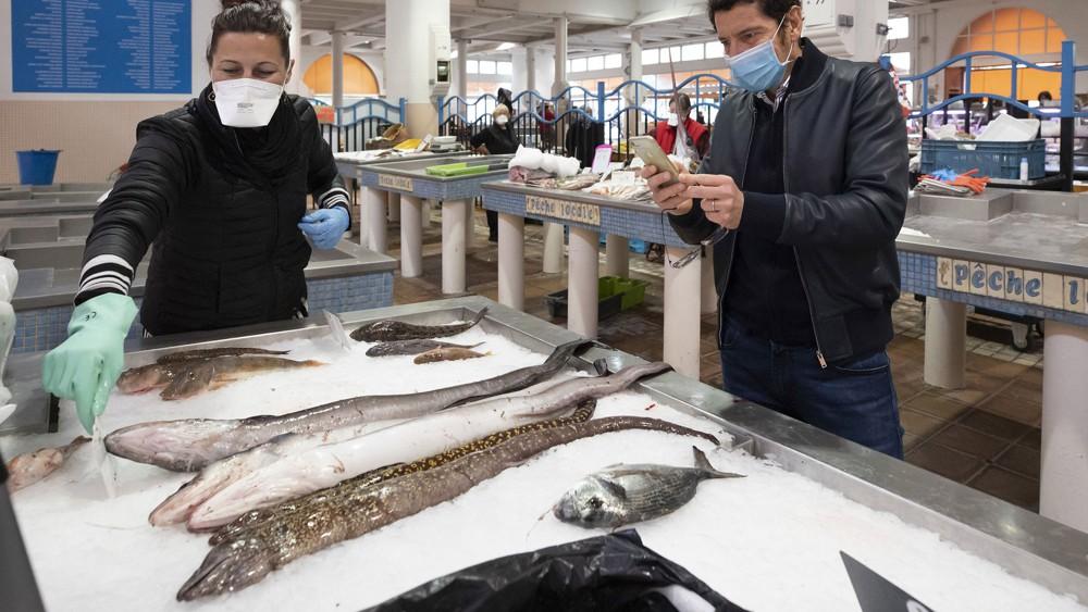 Les poissonniers indépendants boivent le bouillon, Marketing et Vente