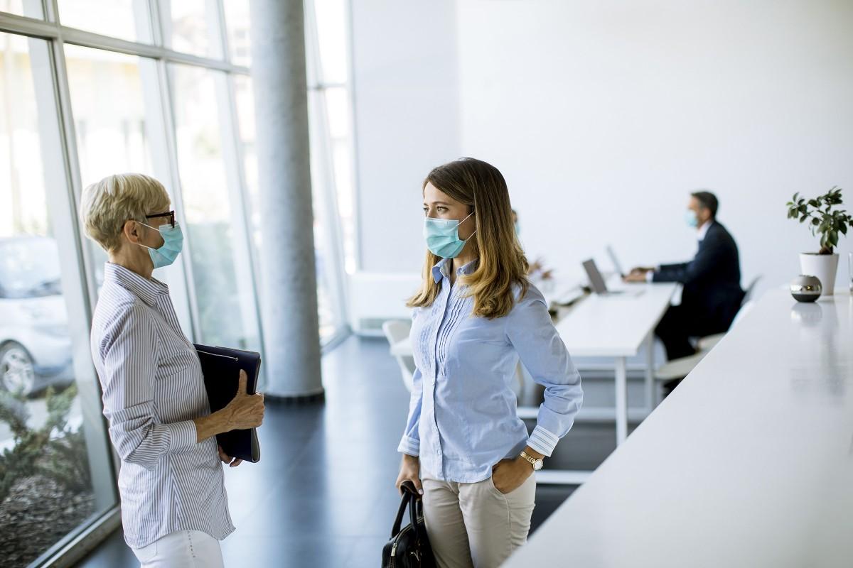 Un port du masque renforcé dans les entreprises touchées par le couvre-feu, Social et RH