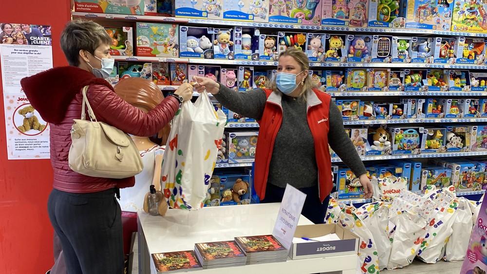Sauver Noël! L'incroyable mission des magasins de jouets, Marketing et Vente